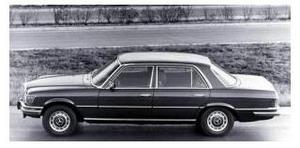 ''Мерседес-380'' выпуска 1974 г.
