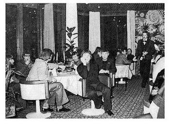 На приёме, устроенном мэрией г.Ростока, февраль 1978 г. Фото опубл. в кн. И.Рогового ''О Владимире Высоцком'', Москва, 1995 г.