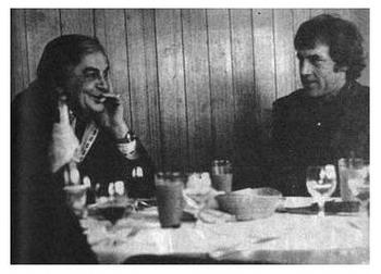 Ю.Любимов и В.Высоцкий. Берлин, февраль 1978 г. Фото опубл. в кн. В.Смехова ''Живой, и только!'', Москва, 1990 г.